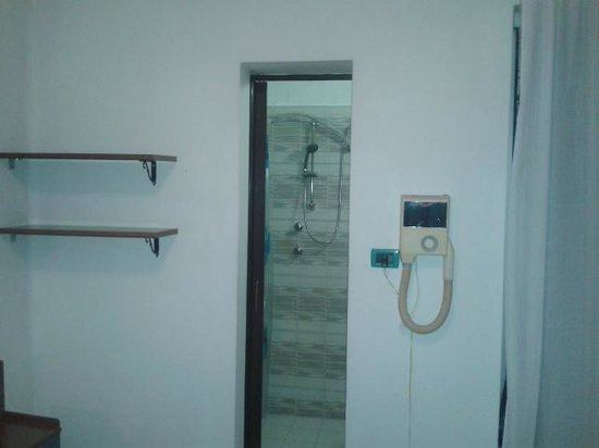 Hotel Terme Belvedere: camera e bagno