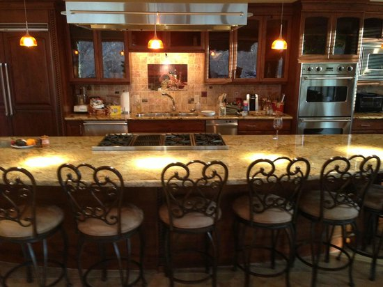 The Inn Above Oak Creek: Spacious kitchen with top quality appliances