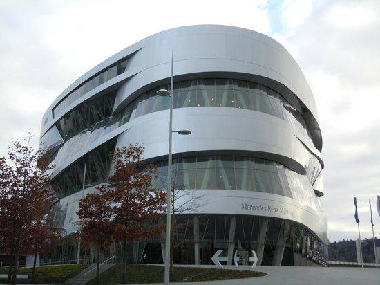 Park Inn by Radisson Stuttgart : Mercedes banz museum