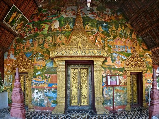Wat Xieng Mouane : Breathtaking decorations of the façade
