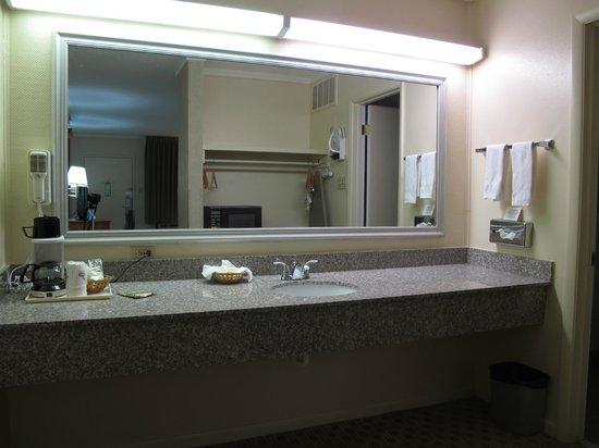 Days Inn & Suites Trinidad: the bedroom
