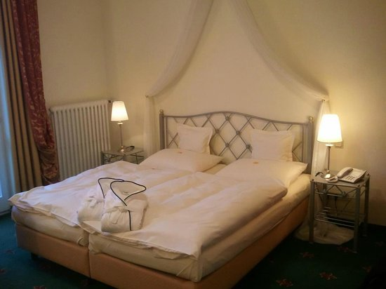 Hotel Villa Hügel: das Bettchen...