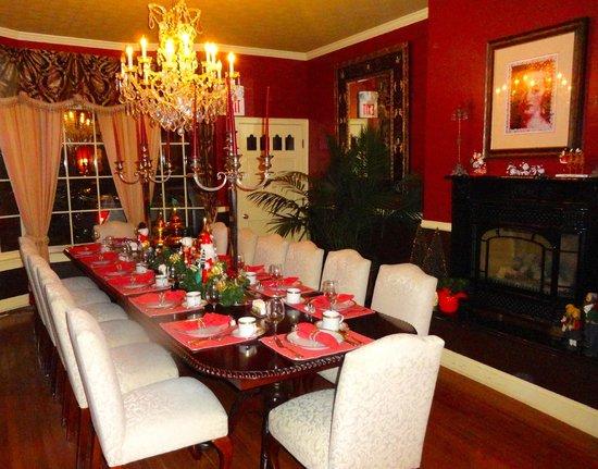 Hydrangea House Inn: CLASSIC DINNING ROOM!