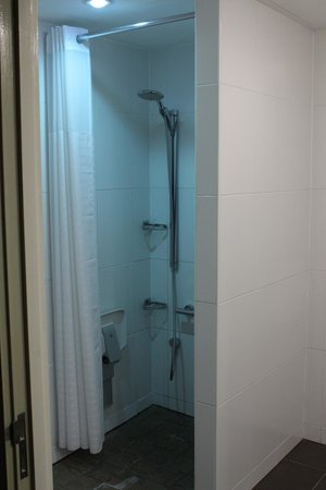 NH London Kensington: salle de bain