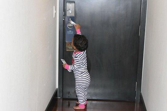 Hilton Bogota: La puerta de la habitación