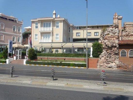 Best Western Citadel Hotel : Front w/ Byzantine Wall