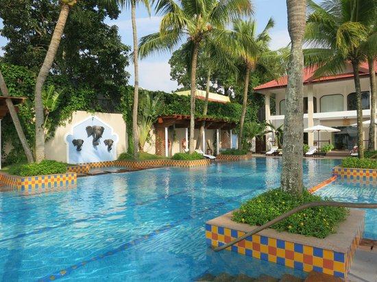 Taj Malabar Resort & Spa Cochin: Pool area