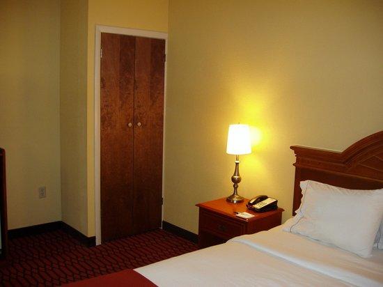Comfort Inn Lancaster - Rockvale Outlets: King suite