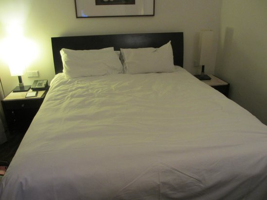 Copthorne King's Hotel Singapore: Superior Room Bed