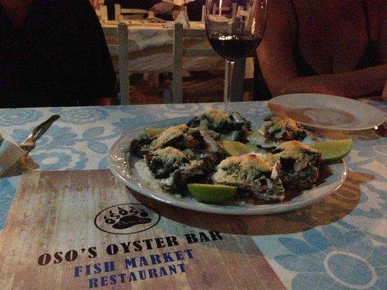 Restaurante del mercado del mar.: Oysters with spinach and Parmesan