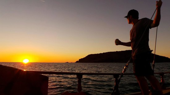 Mi Casa Viajes - Private Day Trips: Watching the Mazatlan sunset on Eduardo's sailboat!