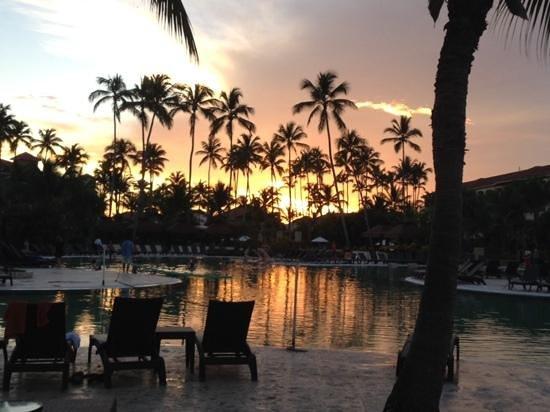 Secrets Royal Beach Punta Cana : Now pool at night