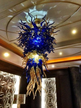 Eurostars Panama City : Many hanging glass sculptures in public areas