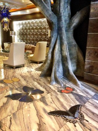 Eurostars Panama City : Lobby floor with butterfly designs