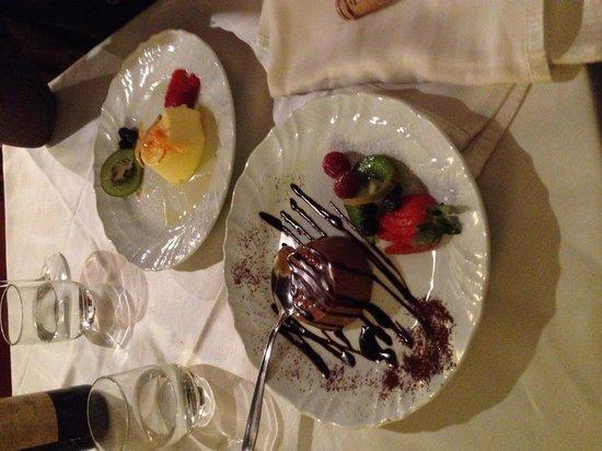 Osteria dell'Olmo: Mousse al cioccolato e all'arancia. Molto buone