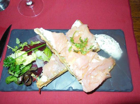 la crémaillère : Smoked salmon on waffles