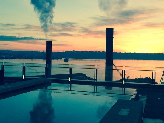 Four Seasons Hotel Seattle: View from the pool area
