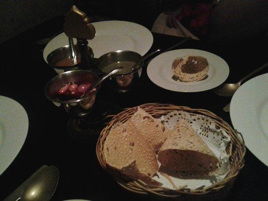 Fez-Kinara Dining and Lounge : Makanan pembuka Free