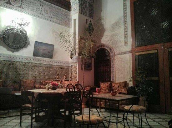 Riad Meski : El salón principal de la casa