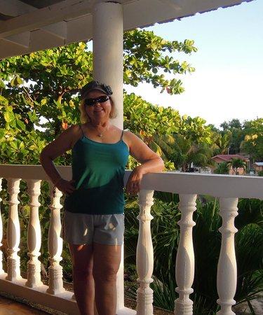 Sea Glass Inn: Enjoying the veranda