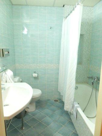 Athens Cypria Hotel: Baño