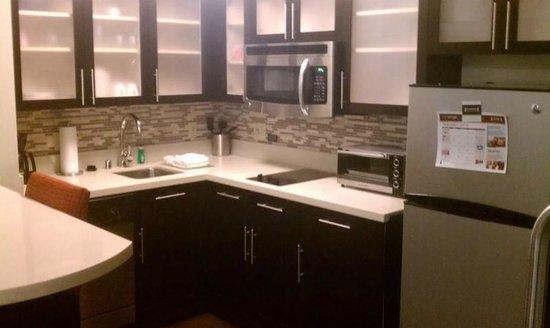 Staybridge Suites Bowling Green : kitchen