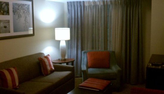 Staybridge Suites Bowling Green : living area