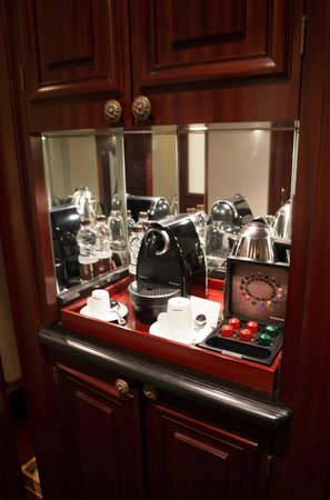 Al Bustan Palace, A Ritz-Carlton Hotel: the nespresso club :)