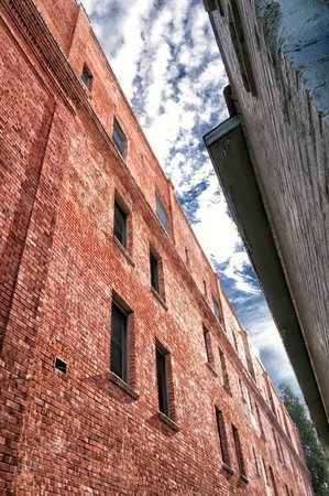Historic Cary House Hotel : The Cary House Hotel. The Alley