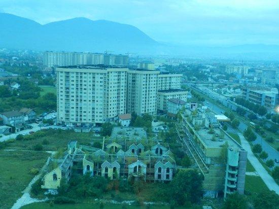 Radon Plaza Hotel: Vista de Sarajevo a partir do restaurante giratório do hotel