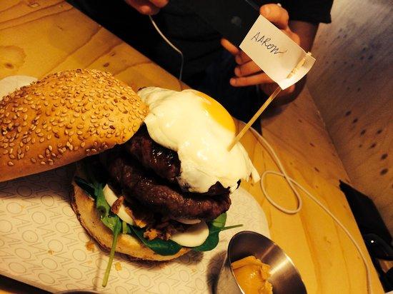 Oval: Personalised Burgers