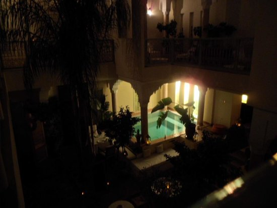 Dar Crystal : view of the courtyard at night