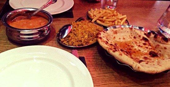 Red Rose Restaurant: Chicken Pasanda, mushroom pilau, peshwari naan and chips.