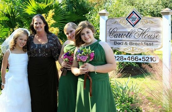Carroll House Bed and Breakfast: Smile Girls!