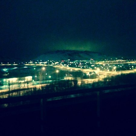 Hotel Laxnes : Slight aurora from the mountain view of room 26