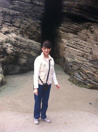 Playa de las Catedrales: Una de las cuevas de esta singular playa
