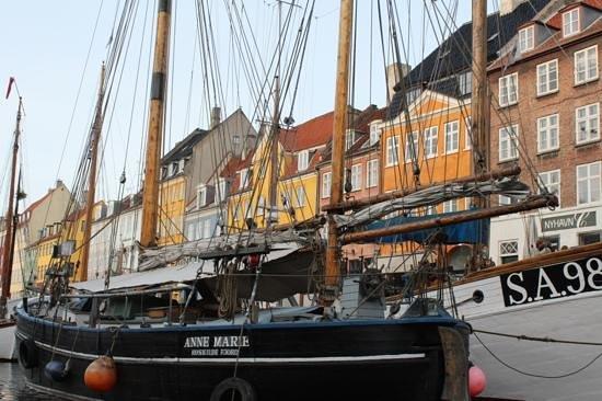 Nyhavn : the ships