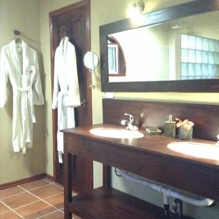 El Encanto Inn : il bagno suit