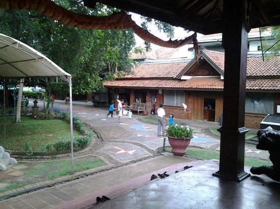 Kite Museum of Indonesia: bermain layang-layang