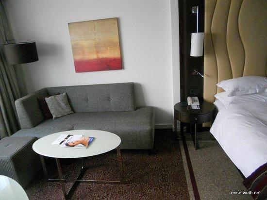 Hilton Vienna Danube Waterfront: Sofaecke