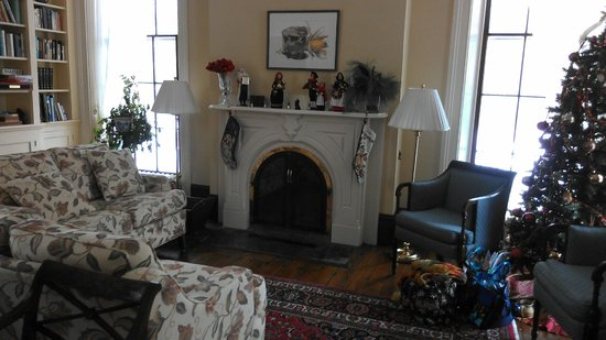 Brampton Bed and Breakfast Inn: front living room