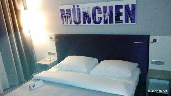 Rilano 24/7 Hotel München: Bett