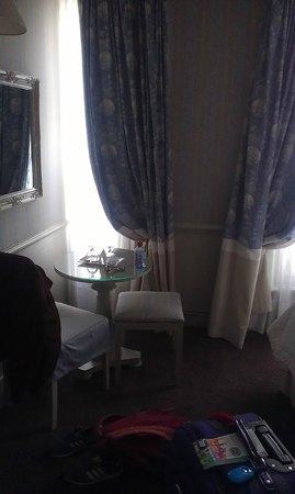 Hotel du Champ de Mars: lovely room