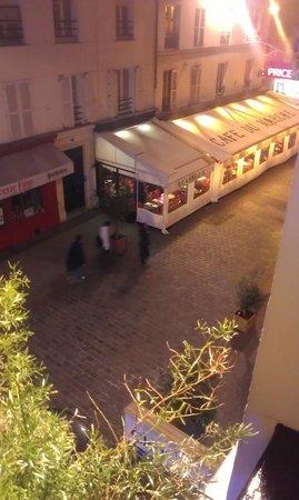Hotel du Champ de Mars: little brassie opposite