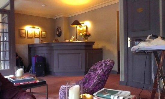 Hotel du Champ de Mars: cute reception area