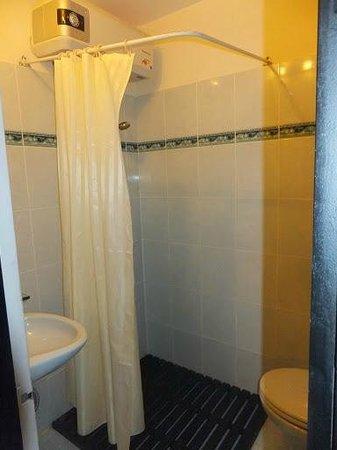 Jade Hotel: Bathroom
