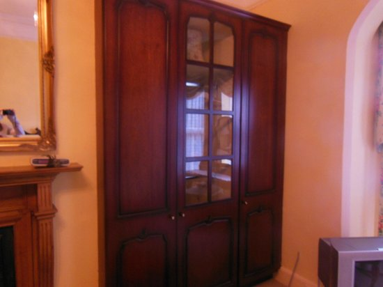 Adare Bed & Breakfast : Armoire for clothes