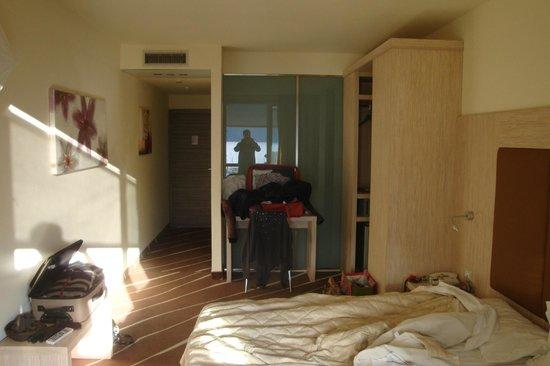 Grand Hotel Riva : Modernes Zimmer...
