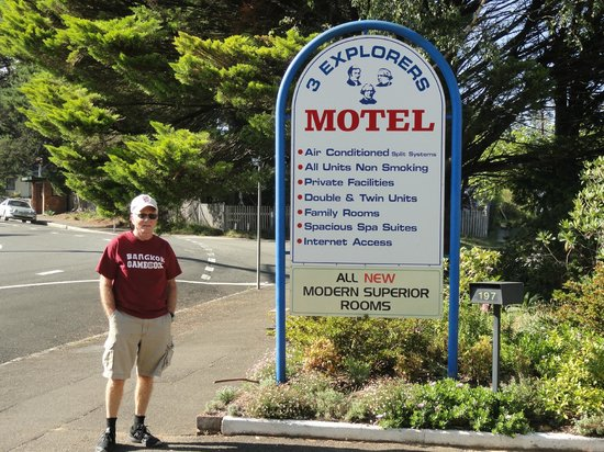 3 Explorers Motel : Danny outside of hotel