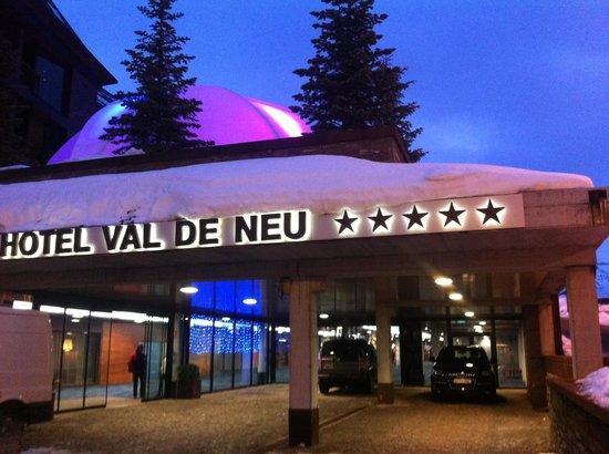 Hotel Val de Neu GL: L'entrée de l'hotel et sa coupole